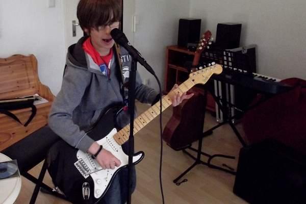 Gitarrenunterricht – akustisch & E-Gitarre – Musik für Kinder